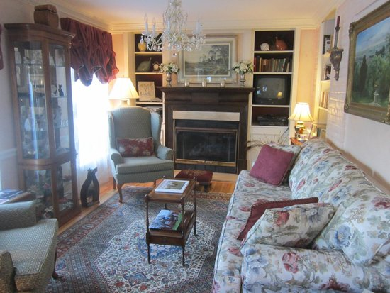 Middleburg Country Inn: Sitting Room