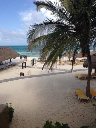 IBEROSTAR Paraiso Del Mar: The beautiful view from our beach front room!
