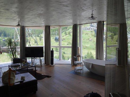 Hotel Matterhorn Focus: The livingroom area of the suite.
