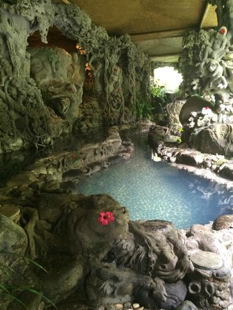 Hotel Tjampuhan & Spa: Amazing secret spa under the hotel