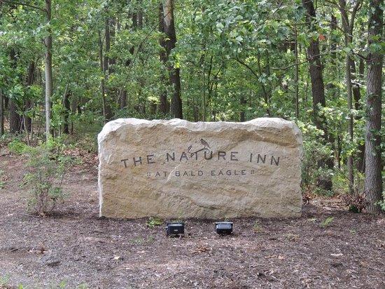 Nature Inn at Bald Eagle: Entry Road