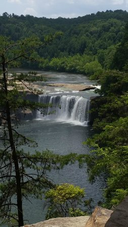 Cumberland Falls State Resort Park : A little perspective. The brightly colored dots at the left of the falls are people!