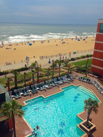Holiday Inn & Suites North Beach: Pool View Room... 6th Floor room 619 great view!