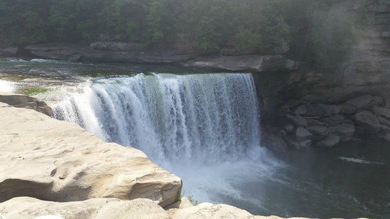 Cumberland Falls State Resort Park : Close up to the falls. They are much larger than they look in this picture.