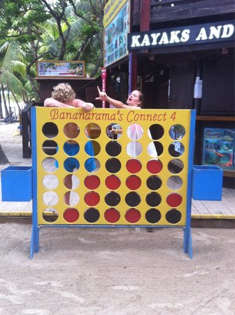 Bananarama Beach and Dive Resort : Playing Connect Four