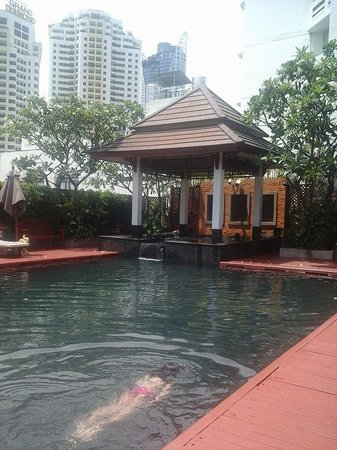 Centre Point Pratunam Hotel : the pool with jaccuzzi