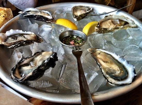 Fisherman's Cove: oysters in the half shell