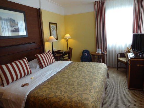 Hotel Kipling - Manotel Geneva: Our charming, cozy room