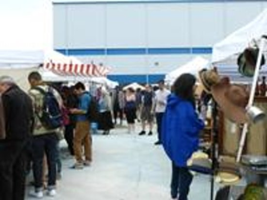 Brooklyn Flea Market - Williamsburg: Take your time browsing!