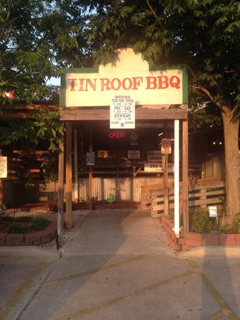 Tin Roof B-B-Q: Entry for BBQ lovers