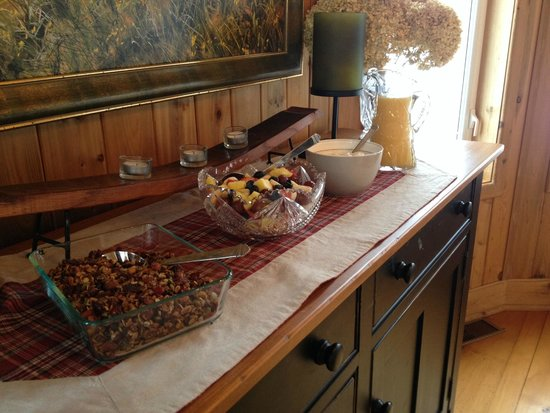 Forks in the Trail Bed and Breakfast: Breakfast starter bar