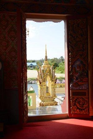 Wat Plai Laem : View From Inside