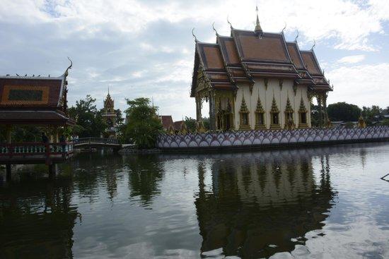 Wat Plai Laem : The Wat