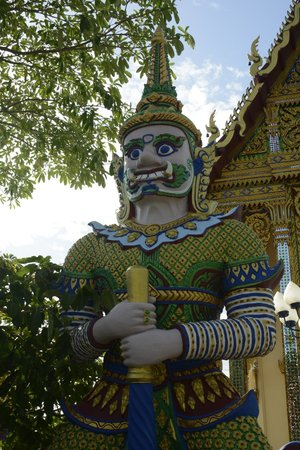 Wat Plai Laem : The Guardian