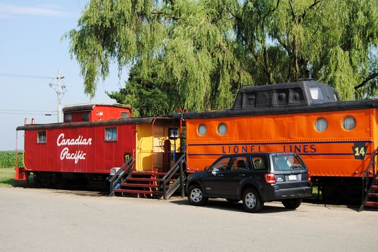 Red Caboose Motel, Restaurant & Gift Shop : more cabooses