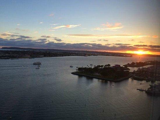 Hilton San Diego Bayfront : Sunset from a SW corner room