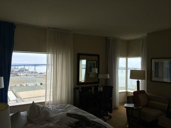 Hilton San Diego Bayfront: Some of the windows in SW corner room
