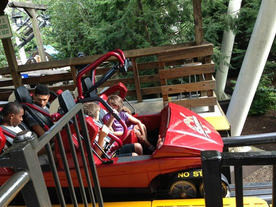 Hersheypark: Kids riding on first row