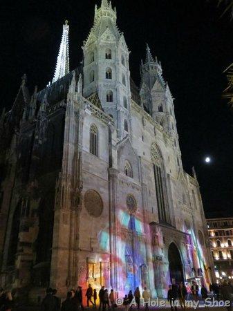 Cathédrale Saint-Étienne (Stephansdom) : Lit up at night