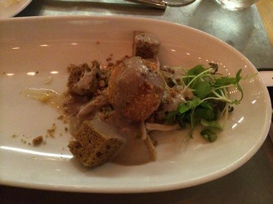 Chez Boulay Bistro Boreal : croustillant de risotto, éponge de cèpe, lait de pleurote