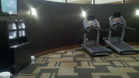 Courtyard Columbus West: Fitness center