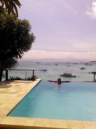 Lembongan Reef Bungalow: pool view