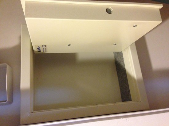 Loews Portofino Bay Hotel at Universal Orlando: Wall safe-large enough to hold iPad, Microsoft Surface, and other items
