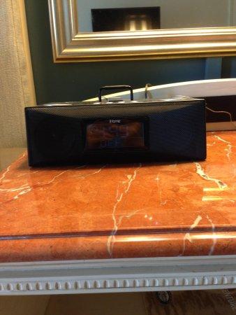 Loews Portofino Bay Hotel at Universal Orlando: iHome clock radio