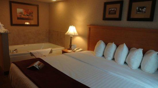 Quality Inn & Suites Casper: Suite Whirlpool
