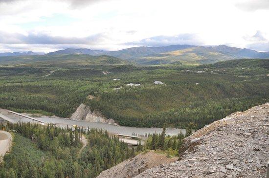 Grande Denali Lodge: Across valley.