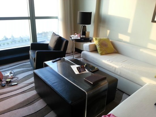 Sofitel Abu Dhabi Corniche: setting room in the suit