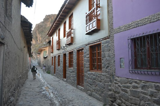 Tikawasi Valley Hotel : The alley and the hotel