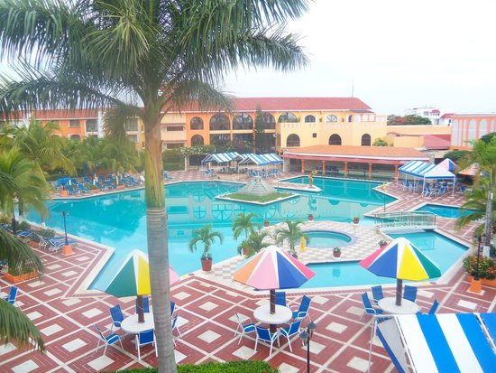 Hotel Cozumel and Resort: The pool is really nice and big
