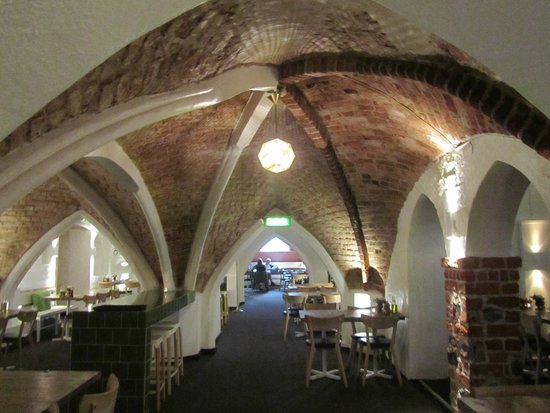 Mayfair Hotel Tunneln: Medieval breakfast area