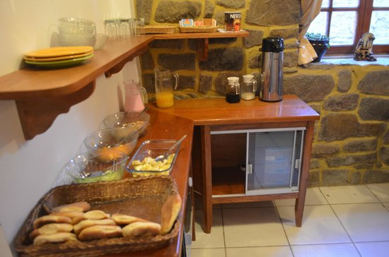 Tikawasi Valley Hotel : The breakfast - coffee, milk, juice, yogurt, fruits, etc.