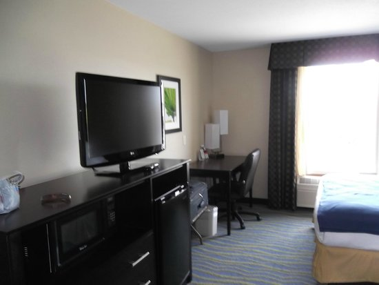 Holiday Inn Express & Suites: Room 201
