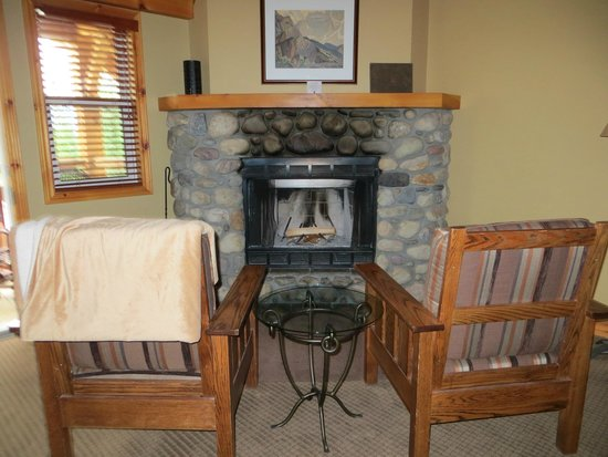 Buffalo Mountain Lodge: Romantic Fireplace