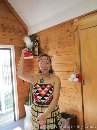 Whakarewarewa: The Living Maori Village: This lady was awesome