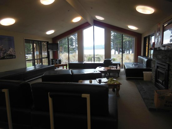 LakeFront Backpackers Lodge : Common room