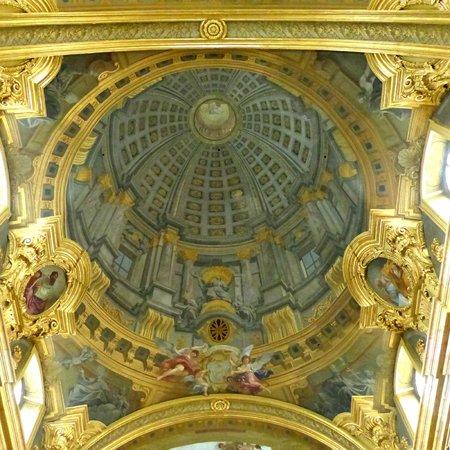 Pozzo\'s \'The trompe l\'oeil dome\' fresco from the church entrance ...
