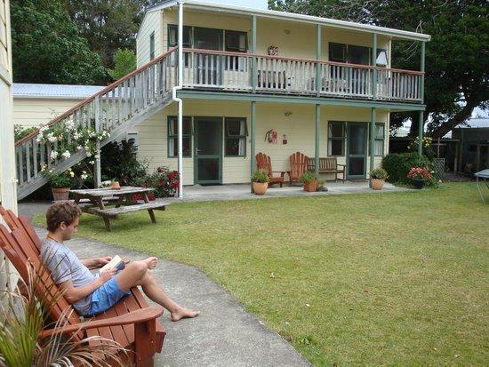 Tamara Riverside Lodge: Garden showing the ensuite rooms