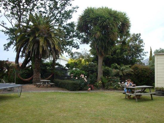 Tamara Riverside Lodge: Garden