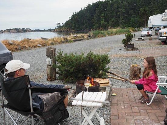 Weir's Beach RV Resort: Campfire