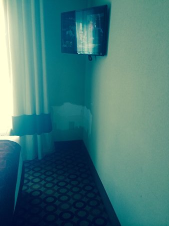Comfort Suites Airport: More missing paint in the bedroom.