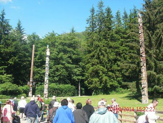 Potlatch Totem Park: Totems stand proudly on manicured lawns