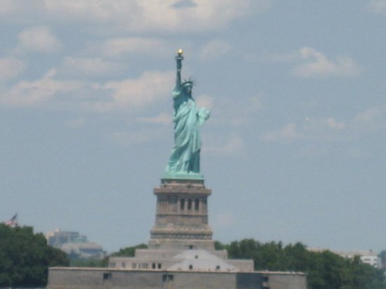 Hampton Inn & Suites Newark-Harrison-Riverwalk: Ms. Liberty in NY