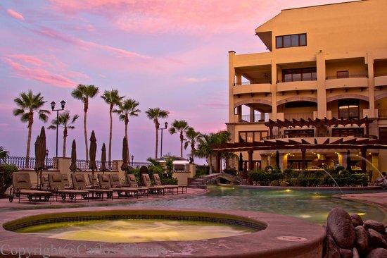 La Mision Loreto : Pool at dusk