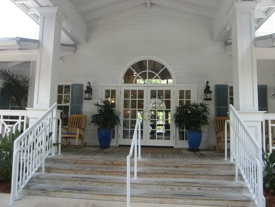 Hyatt Beach House Resort: Front of hotel