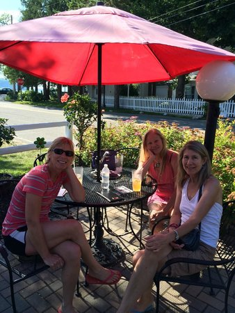 Chef's Hat Cafe: Outdoor View Seating of Lake Michigan