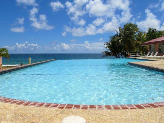 Parador MaunaCaribe: La piscina nos encantó.